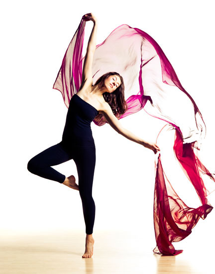 Laüra Hollick dancing. Photo by Karolina Kuras