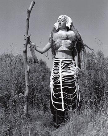 'Tribal Walker' Soul Art costume by Laüra Hollick. Photo by Johan Wigt