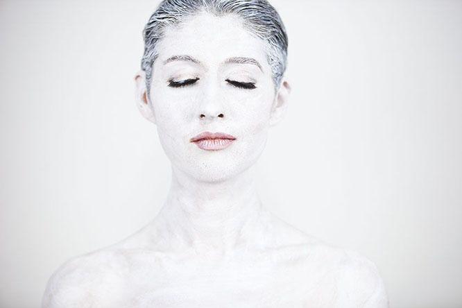 Laüra Hollick as blank canvas